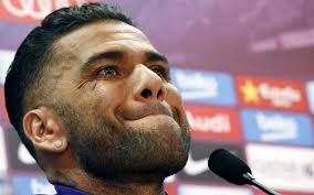 Alves merasa sangat tidak senang sekali dengan tingkah laku para awak media di Spanyol